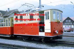 Reproduction D'une Photographie D'une Locomotive N°14 Du Chemin De Fer SPB à Wilderswill En Suisse En 1972 - Reproductions