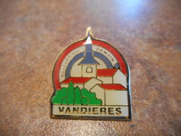 Lot 063 -- Pin's Vandieres Aujourd'hui Demain -- Exclusif Sur Delcampe - Steden