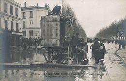 Diligence Déménagement Quai Debilly Paris . Moving Due To The Floods .  Restaurant Du Médoc - Taxis & Fiacres