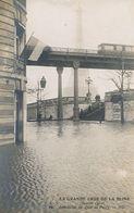 Le Metro Inondation Quai De Passy . Tour Eiffel - Métro