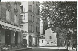 CHAZELLES-SUR-LYON   ( LOIRE )      UN COIN DE  LA PLACE POTERNE - Francia