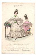 Gravure De Deux Dames Coiffées Et En Robes En Mousseline BrodéeLe Follet Courrier Des Salons - Stampe & Incisioni