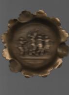 Ancien Cendrier En Cuivre  Décor Joueurs Ballon Ovale - Métal