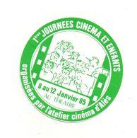 Autocollant 1 ères Journées Cinéma Et Enfants Organisées Par L'atelier Cinéma D'Alès En 1985 - Format : 10 Cm Diamètre - Adesivi