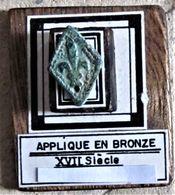 Applique En Bronze. XVII Siècle. Fleur De Lys. - Arqueología