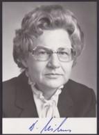 Dr. Dorothee Wilms, Autogrammkarte Mit Unterschrift - Hommes Politiques & Militaires