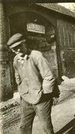PHOTO ALLEMANDE - CIVIL DEVANT LE CINEMA MILITAIRE DE LAGNY PRES DE LASSIGNY -  NOYON OISE - GUERRE 1914 1918 - 1914-18