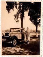 Photo Originale Duo Féminin Aux Côtés D'un Coupé à Identifier Vers 1930/40 - Auto's