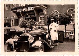 Photo Originale Mercedes-Benz 15/70/100 PS / Typ 400 & Jeune Hommes Devant L'Hôtel Ritter 1930/40 - Auto's
