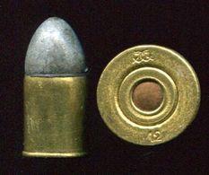 Une Cartouche Ancienne 12 Mm Pour Revolver à Percussion Centrale - Armi Da Collezione