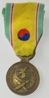 Militaria. Médaille. Décoration . Nations Unies. Guerre De Corée. Ruban Défraichi. - Belgique