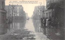 75 - PARIS 15 ° - INONDATIONS De PARIS ( Janvier 1910 ) Rue St Charles Près De La Place Beaugrenelle - CPA - Seine - De Overstroming Van 1910