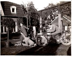 Photo Originale Motocyclisme, Hommes & Mise En Scème Sur Moto Harley Davidson JDH 1927/29 à Double Phare Suisse 651-P - Cyclisme