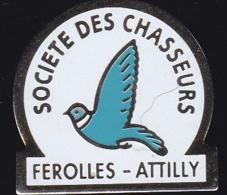 65826- Pin's-Férolles-Attilly .Seine-et-Marne, En Région Île-de-France.Chasse. - Steden