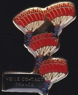 65832- Pin's-Le Voile Contact, Une Des Dernières Nées Des Disciplines Du Parachutisme Sportif, - Paracadutismo