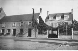 """45 - JARGEAU : Restaurant AUBERGE """" AU CLAIR DE LUNE """" CPSM  Village (4.550 H ) Dentelée N/B Blanc Format CPA - Loiret - Jargeau"""