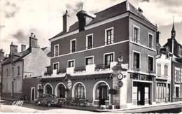 45 - JARGEAU : Hotel Restaurant DU PONT NEUF - CPSM Village (4.550 H ) Dentelée N/B Blanc Format CPA 1960 - Loiret - Jargeau