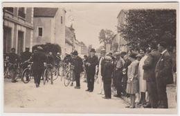 Photo  Cyclisme  Départ D'une Course De Vélos à Sermizelles (89)  Place De La Mairie En 1903 - Cyclisme