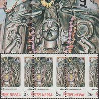 Népal 1981 Y&T 384. Bande De 3, Piquage à Cheval. Statue De Dieu Hindou, Hrishikesh à Ridi, Patrimoine De L'UNESCO - Hinduism