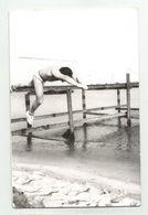 A Man Jumps  Za508-362 - Persone Anonimi