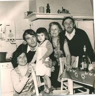 Photo Originale Famille Dans La Cuisine Chauffe-eau Au Gaz - Persone Anonimi