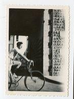 Snapshot Homme Man Short Vacances Velo Bike Flou Blurry - Persone Anonimi