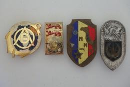 Lot De 4 Insignes En Plus Ou Moins Bon état - S080 - - Esercito