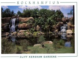(B 18) Australia - QLD - Rockhamton Botanical Garden - Jardin With Waterfall - Árboles