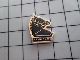 316c Pin's Pins / Beau Et Rare / THEME : ANIMAUX / CHEVAL NOIR FRANCOMME Un âne Qui Recule ? - Dieren