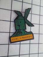 316c Pin's Pins / Beau Et Rare / THEME : VILLES / VIVRE A SARRON MOULIN A VENT - Steden