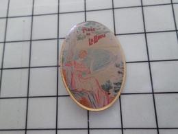 316c Pin's Pins / Beau Et Rare / THEME : VILLES / PLAGE DE LA BAULE PUBLICITE DEBUT XXe S Par MANITOBA - Steden