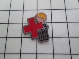 316c Pin's Pins / Beau Et Rare / THEME : MEDICAL / CROIX ROUGE DEPARTEMENT 80 SOMME - Medical