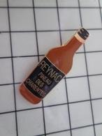 316c Pin's Pins / Beau Et Rare / THEME : BOISSONS / PINEAU DES CHARENTES Pale Copie De Notre Pommeau Normand !!! - Boissons