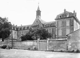 7636 - 58 - NIEVRE - SAINT SAULGE - Couvent - Place Dom Laverne - Autres Communes