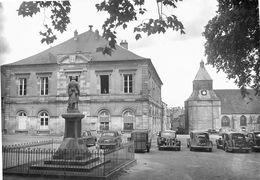7637 - 58 - NIEVRE - SAINT SAULGE - Mairie - Monument Aux Morts - Autres Communes