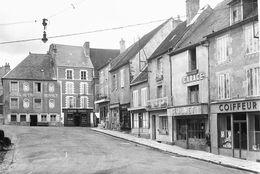 7640 - 58 - NIEVRE - SAINT SAULGE - Place De La République - Garage - Hôtel De France - Autres Communes