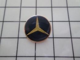 316c Pin's Pins / Beau Et Rare / THEME : AUTOMOBILES / LOGO MERCEDES Ils Ont Envahi L'Europe Et On Leur Dit Merci En + - Mercedes