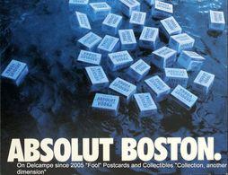 BOSTON Colis De Vodka Suédoise Flottant Sur L'eau ABSOLUT Vodka Packages Floating On The Water - Boston