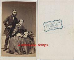 LIRE-A Voir Vers 1860-CDV Couple-femme- Album--photographe Peintre (François-Marie) Gilbert Ainé - LAVAL- CANCALE - Old (before 1900)