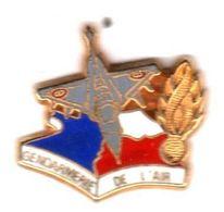 Pin's Gendarmerie De L'air Doré  Ballard - Army