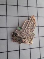 316c Pin's Pins / Beau Et Rare / THEME : VILLES / CHATEAU BLONDY LES TOURS - Steden