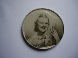 Miroir Publicitaire, Sac, Poche ,courtoisie. ELYANE CELYS Chanteuse 1940/50 Chante Blanche Neige Pour Walt Disney - Publicidad
