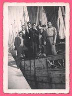 Photo - Groupe De Marins - Chaloupe - Marin - Marine Nationale - Béret Pompom - Boys - Garçons - Edit. AGFA LUPEX - Guerre, Militaire