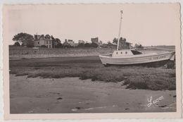 CPSM Regneville Sur Mer (50) Barque Le Goeland Au Repos Sur La Grève  Villas Gare Ed Lucien  Dest  Le Moal - Altri Comuni