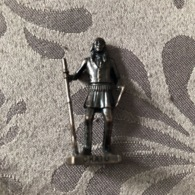 KINDER METAL / INDIEN CHATO - BRUN - Metal Figurines