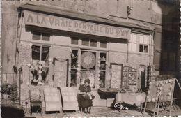 """LE PUY-en-Velay  (Haute-Loire): Magasin """"A La Vraie Dentelle Du Puy"""" M. Prat - Le Puy En Velay"""
