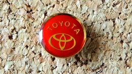 Pin's TOYOTA Logo Rond Diamètre 16mm - époxy - Fabricant Inconnu - Toyota
