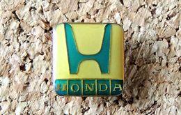 Pin's HONDA Logo Carré - époxy - Fabricant Inconnu - Honda