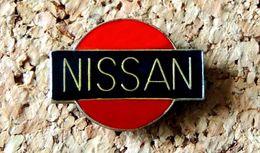 Pin's NISSAN - Logo - époxy - Fabricant Inconnu - Pin's