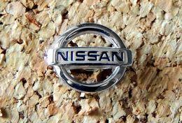 Pin's NISSAN - Logo Ajouré Adouci Argenté - Fabricant Inconnu - Sonstige